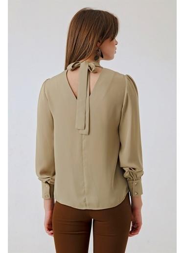 Jument Excellent Yarım Balıkçı Bağlamalı Sırt V Yaka Bluz Renkli